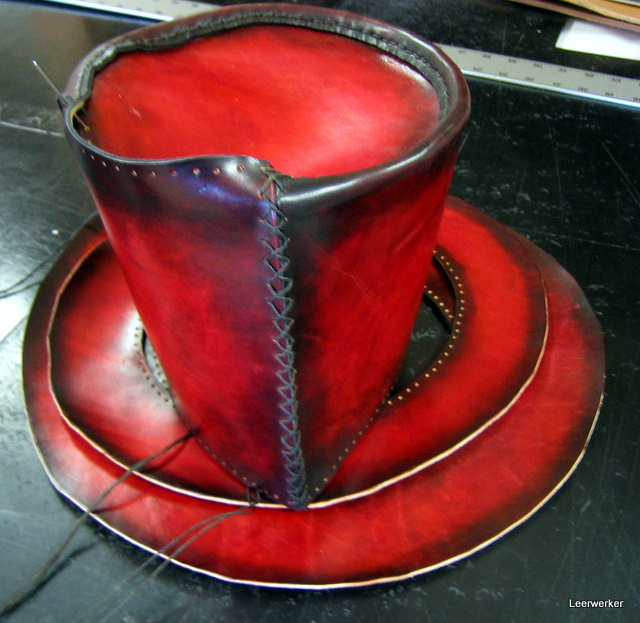 A hat dyed in a two-tone style